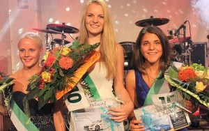 Die Schönsten des Abends: Schützenliesel Farah Blohm aus Mollberg (Mitte) freute sich mit ihren Hofdamen Neele Pollmeier (links) und Maja Wilms-Eilers über den Erfolg.  Bild: Wolfgang Wittig
