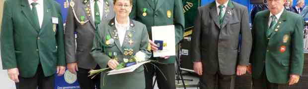 Ehrennadeln für herausragende Leistungen